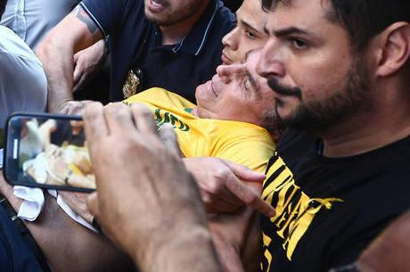 "Bolsonaro sofreu ""traumatismo abdominal"""