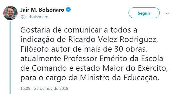 Bolsonaro anunciou no Twitter a nomeação de Vélez pro MEC