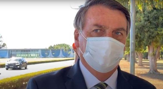 """Bolsonaro afirma que auxílio emergencial """"não é aposentadoria"""""""