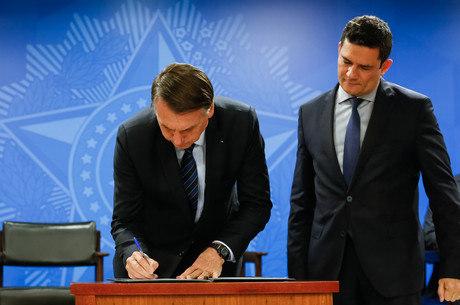 Bolsonaro assina MP que facilitou venda de bens de traficantes