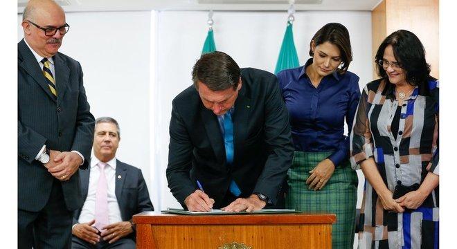 Bolsonaro assinou decreto sobre a PNEE, publicada em 1º de outubro