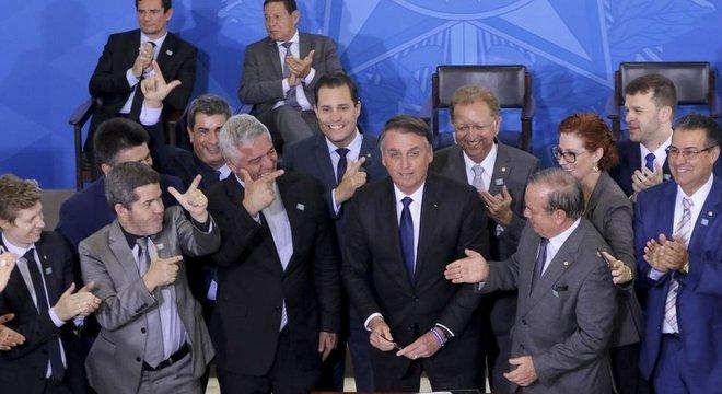Bolsonaro assinou novo decreto para flexibilizar regras sobre armas no dia 7 de maio Argumentos técnicos
