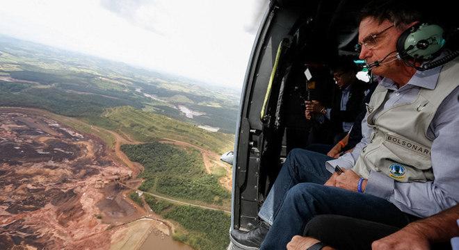 Bolsonaro viajou a Brumadinho (MG) no começo da manhã deste sábado
