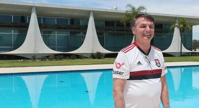 Bolsonaro acompanhou a final do mundial vestido com a camisa do Flamengo