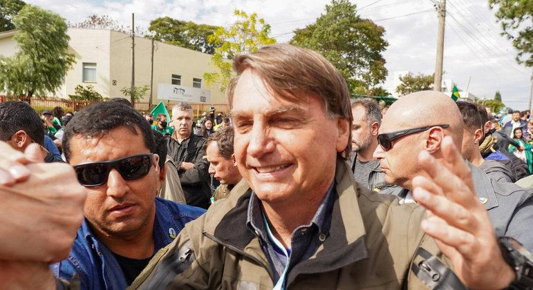 Bolsonaro na motociata realizada por apoiadores neste sábado (26), em Chapecó (SC)
