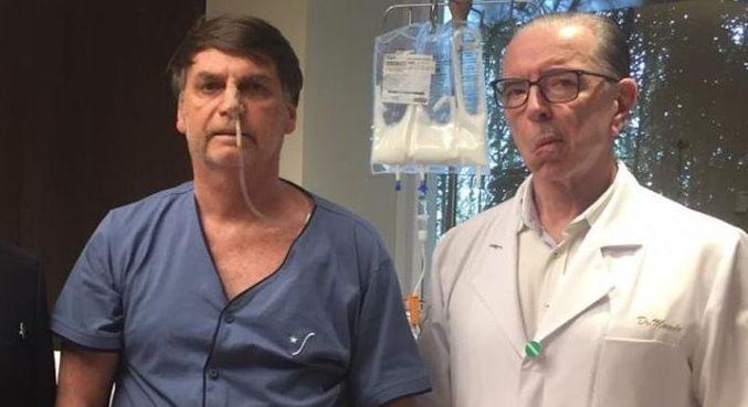 Bolsonaro ao lado do cirurgião após procedimento realizado em 2019