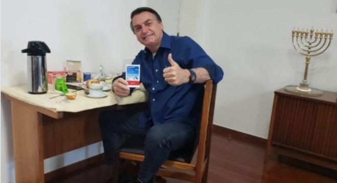 Bolsonaro posta em redes sociais que resultado deu negativo para covid
