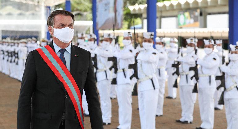 Bolsonaro participou de cerimônia de transmissão do Comando da Marinha ao almirante Almir Garnier Santos