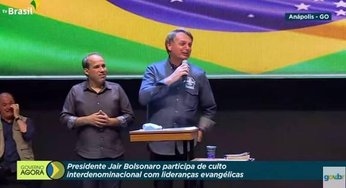 Bolsonaro participa de culto ecumênico em Anápolis (GO)