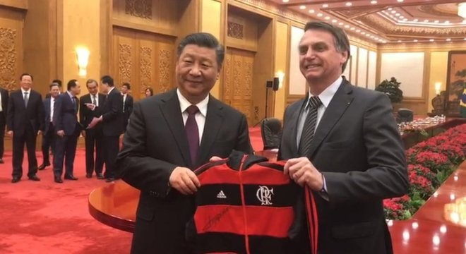 Bolsonaro deu camisa do Flamengo para Xi Jinping