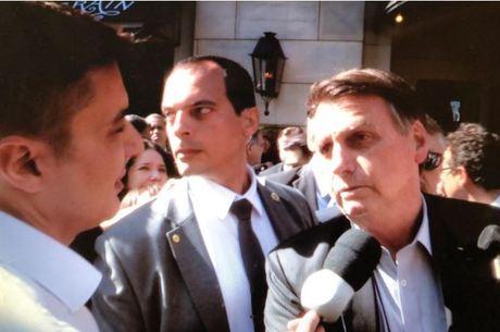 """Em Dallas, presidente Bolsonaro critica manifestantes: """"idiotas úteis"""""""