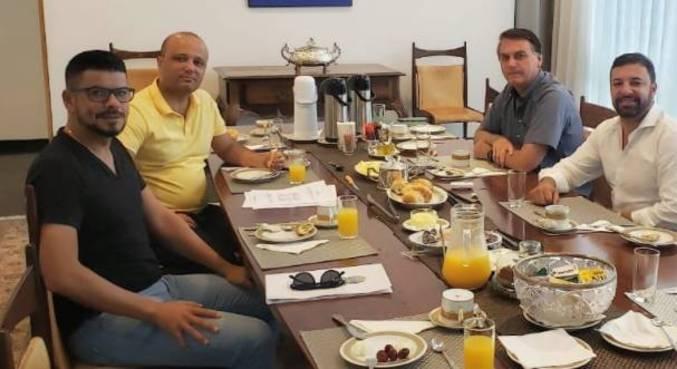 O presidente já havia se reunido neste domingo com Freitas e o deputado Major Vitor Hugo