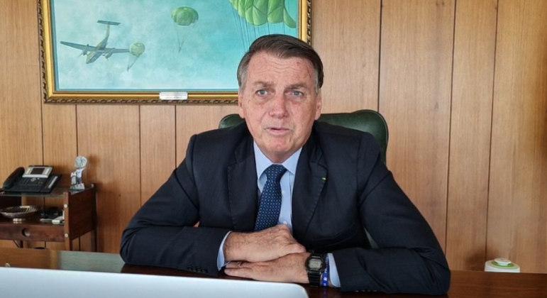 Bolsonaro diz que CoronaVac está sendo rejeitada por brasileiros e teve problemas no Chile