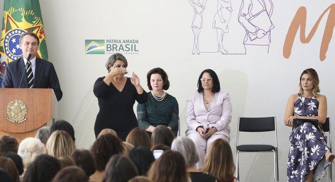 Bolsonaro discursa durante evento em comemoração ao Dia Internacional da Mulher