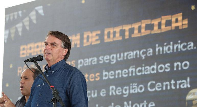 Bolsonaro durante cerimônia alusiva à visita técnica à Barragem de Oiticica
