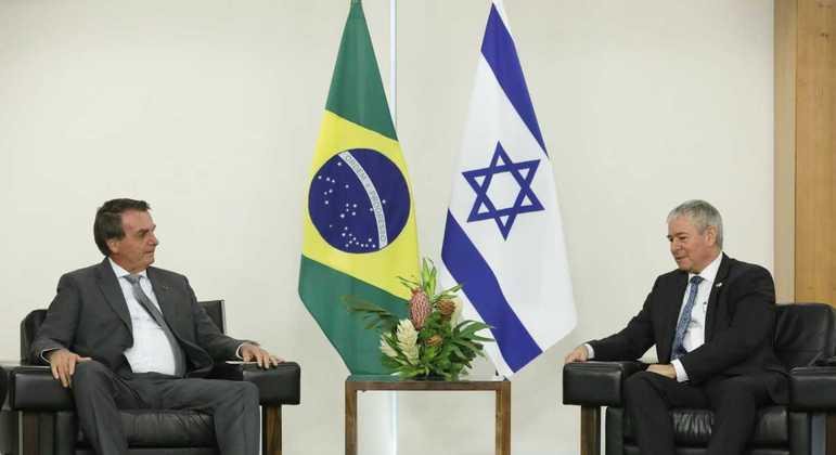 Presidente Jair Bolsonaro e o embaixador de Israel, Daniel Zonshine