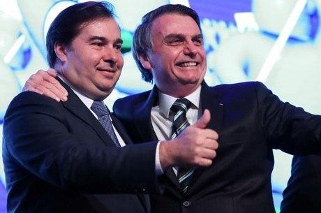 """Bolsonaro está """"respeitando as instituições"""", disse Maia"""
