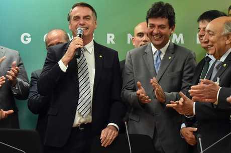 Bolsonaro anuncia Mandetta como ministro da Saúde