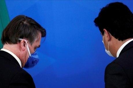 Bolsonaro e Mandetta durante coletiva sobre coronavírus
