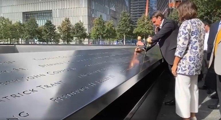 Bolsonaro e primeira-dama visitam memorial Nacional 11 de Setembro em Nova York