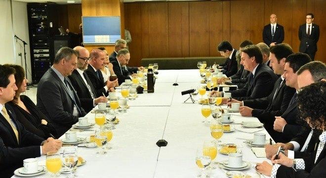 Presidente Bolsonaro participa de café da manhã com jornalistas