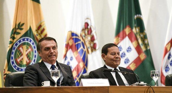 Diplomatas e especialistas dizem que posição do Brasil sobre minorias e meio ambiente pode impedir que o país seja convidado a participar de debates em foros internacionais