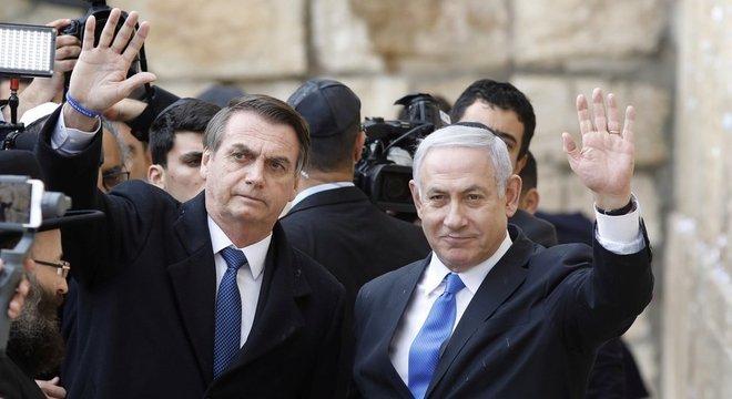 Bolsonaro e Netanyahu no Muro das Lamentações; em geral, políticos visitam o local em caráter mais pessoal, sem o acompanhamento de líderes israelenses