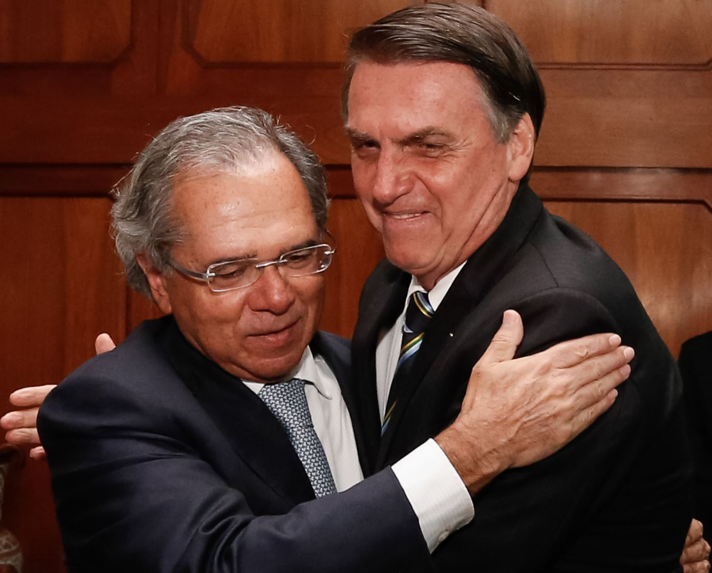 Após divergência sobre Renda Brasil, Bolsonaro e Guedes farão live - Prisma  - R7 R7 Planalto