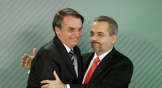 Bolsonaro nega mudanças na equipe ministerial e elogia Weintraub