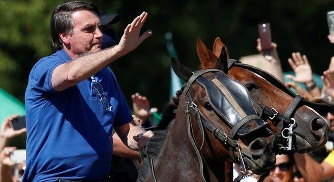 Bolsonaro andou a cavalo em manifestação a seu favor em Brasília
