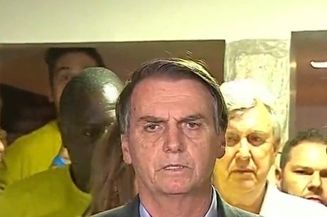 Bolsonaro discursou em frente da sua resideência