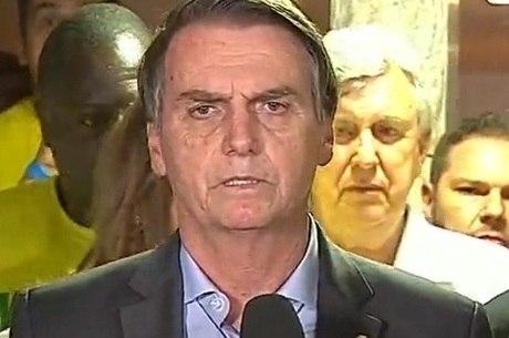 Bolsonaro promete defender democracia e liberdade