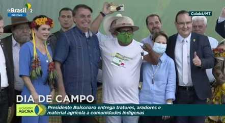 Presidente fez entrega simbólica de chaves de implementos agrícolas em Cuiabá