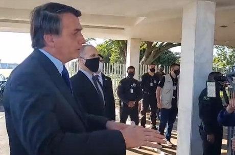 """""""Não posso fazer tudo"""", diz Bolsonaro a apoiadores"""