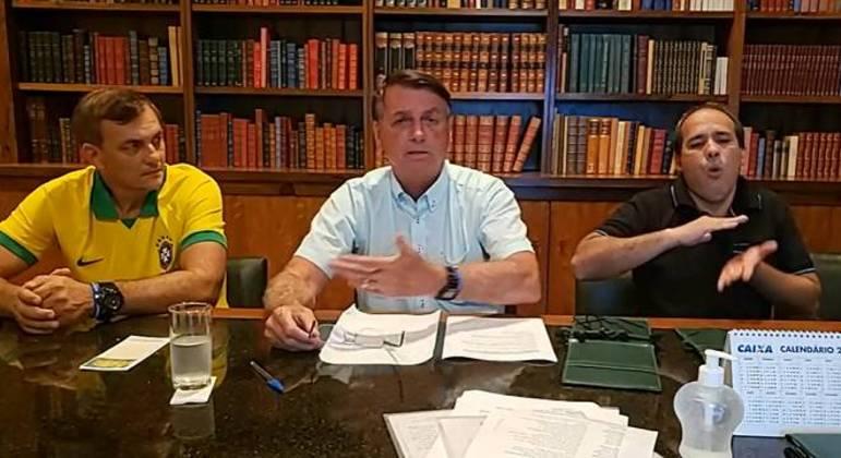 Bolsonaro em live pelo Facebook