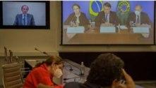A empresários, Bolsonaro diz não temer CPI e critica o abre e fecha