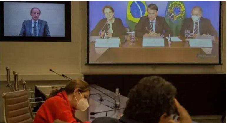 Bolsonaro participa de reunião com empresários por videoconferência