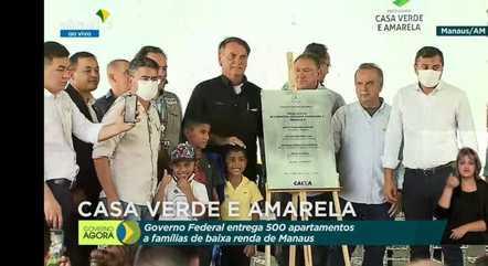 Bolsonaro após o descerramento da placa de inauguração do residencial