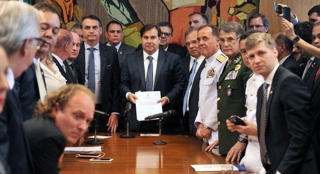 Bolsonaro depende de articulação no Congresso para conseguir aprovar reforma e mudanças no sistema de proteção social dos militares Thatcher e 'Chicago Boys'