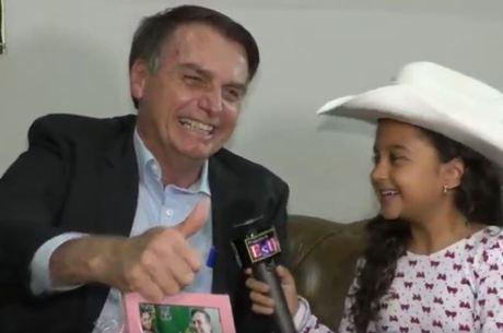 Bolsonaro é entrevistado por youtuber mirim em Ribeirão Preto