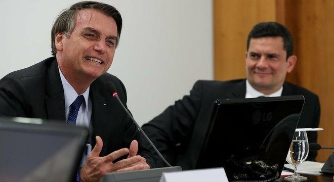 Sergio Moro (na foto, à direita) faz parte de time de ministros não vinculados a acordos partidários - uma promessa de campanha