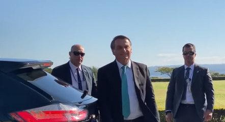 Bolsonaro ficou 25 minutos no cercadinho