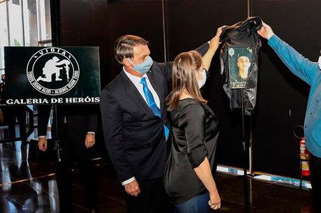 Bolsonaro homenageia soldado morto em operação