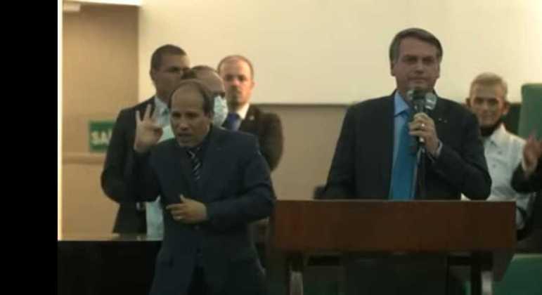 Bolsonaro participa de simpósio religioso