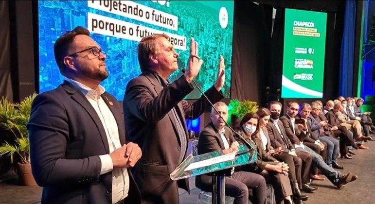 Bolsonaro imita Lula e diz que petista não ganha em 2022 se o voto for auditável