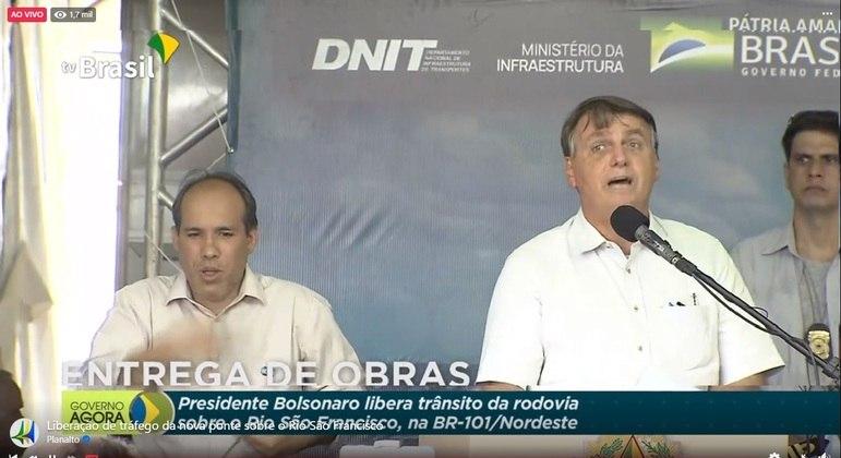Bolsonaro durante discurso de inauguração da ponte sobre Rio São Francisco, em Sergipe