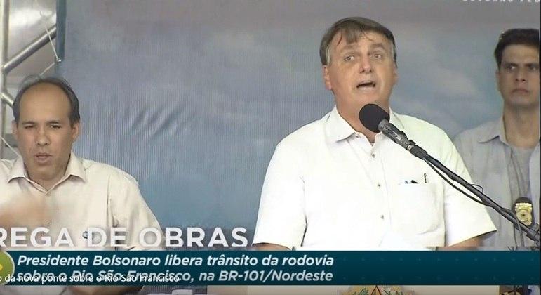Jair Bolsonaro inaugurou ponte sobre o Rio São Francisco, na divisa dos estados e Sergipe e Alagoas