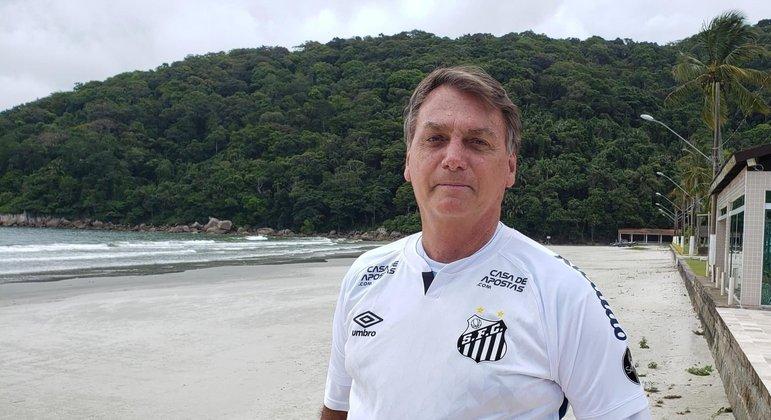 Presidente Jair Bolsonaro com a camisa do Santos Futebol Clube