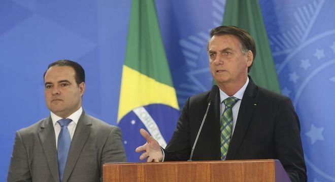O ministro-chefe da Secretaria-Geral da Presidência, Jorge Oliveira, e Bolsonaro