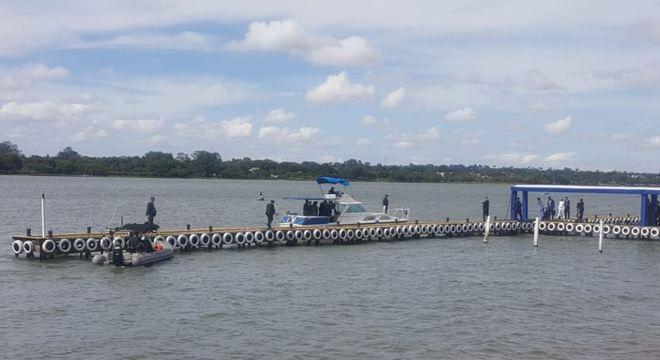 Lancha usada por Bolsonaro para deslocamentos no Lago Paranoá. Na foto em 9 de janeiro